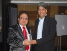 Dr.Sanjay Arora receiving award for key note address at mega lecture in Mumbai from Dr.Rajiv Verma